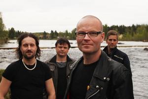 Tobias Westling tillsammans med sitt Strömmen, bandet som bildades för skivans skull.