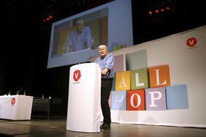 På olika våglängd. Partiledaren Lars Ohly får symbolisera den partiledning som kongressen körde över vid ett flertal tillfällen.foto: scanpix