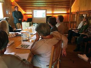 Lars Nylander presenterade den nya guideutbildningen för hälsingegårdar, som han har varit med om att arbeta fram.