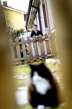 kvaliteten är viktigast. Ester Rydberg, med katten Rufus i förgrunden,                   vill ha sin diagnos så snart som möjligt. Men hon är orolig för att kvaliteten på utredningarna försämras när resurserna flyttar ut från NPU-enheten.
