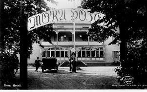Det fanns en bränslepump på Mora Hotells gård någon gång på 1920-talet.
