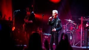 Marie Fredriksson bjöd på svenska låtar och mycket trovärdighet när hon uppträdde i Konserthuset i Västerås i lördags kväll. Med sin på scenen hade hon ett rockband, med bland annat maken Mikael Bolyos.