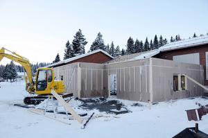 Det oroades för betongen när utbyggnaden av badhuset i Gäddede satte fart i januari. Två månader senare är det klart att det blev just betongen som ställde till det.