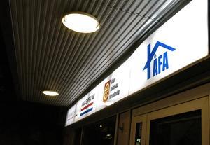 Kommunrevisorernas granskning visar att en hög chef inom Åfa har ett privat bolag i fastighetsbranschen, vilket inte bolagets vd har blivit upplyst om.