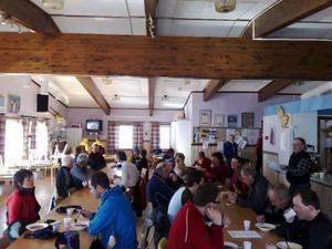 När man kom i mål fick man avnjuta soppa, mackor och kaffe i kafeterian på skidstadion.Foto: Carin Selldén