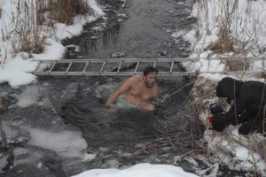Cirka 15 stycken tog tillfället i akt att prova vinterbad. En av holländarna låg i vattnet under nästan två minuter.