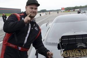 Nummer 1! Det råder ingen tvekan om vilken placering Johnny Oksa, Finland, har i Top metanol funny car. Efter helgens final kan ingen ta ifrån honom EM-guldet.