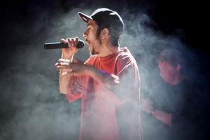 Rap(p). Till publikens förtjusning visade Marcell Kwiek prov på blixtrande snabb rap när han uppträdde i går. foto: Daniel Gustafsson