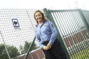 Arbogatjejen Linda Salenmo började en tjänst som kriminalvårdsinspektor på Salberga kriminalvårdsanstalt i Sala i maj i år.