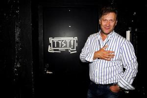Iso Porovic är ny chef på Teater Västernorrland. Men han kommer fortsätta att stå på scen som skådespelare och regissör. I höst väntar turné med