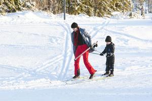 Erika Lind och sonen Wilmer tyckte att dagen på Ljungåsen var rena drömmen. I hemstaden Uppsala lyser snön fortfarande med sin frånvaro.