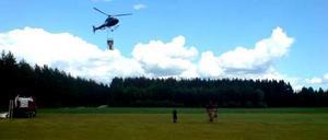 Myggbekämpningen i Österfärnebo har börjat. Under fyra dygn kommer helikoptrar konstant bekämpa mygglarver. 700 hektar ska täckas och det är bråttom för forskarna varnar för att det är ovanligt mycket mygglarver i år.