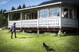 Paret hyr ett hus vid Kvällsjön på 50 kvadrat.