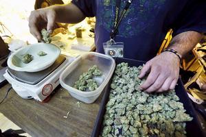 Cannabis säljs nu öppet i Colorado - till många turisters förtjusning.