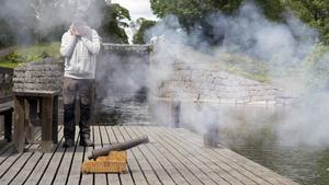 Med en kanon från 1700-talet, svartkrut och papper bjöd Lasse Holgersson på en rejäl smäll.