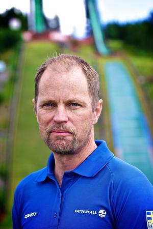 Landslagstränaren Anders Daun gläds över att valet föll att plastbelägga den stora backen på Lugnet.