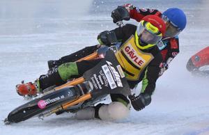 Posa Serenius blev bästa Gävleförare när isracingserien inleddes i Strömsund. Två heatsegrar samt två andraplatser gav tio poäng, till Gävles totala skörd på 27.