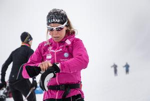 Den ryske förbundskaptenen Markus Cramer varnar Charlotte Kalla inför OS i Sydkorea. Foto: Christine Olsson / TT