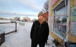 -- Julstämningen uteblirutan den stora julgranen i Svärdsjö Centrumoch jag förstår inte varför man ska dra in på allting,sägerEmmaLindströmpåGottbodeniSvärdsjö.FOTO: BENGT PETTERSSON