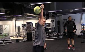 Per-Åge Skröder sliter hårt i gymmet, grillad av Tobias Nordin som är en av tre personliga tränare.