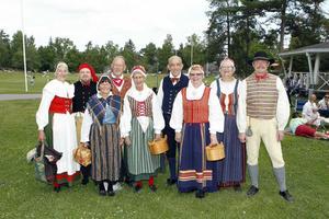 Folkdansare vid Djäkneberget.