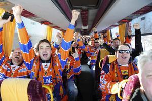 Med möda, och subventionerad biljett, får Bollnäs Flames iväg en halvtom buss till Sandviken.