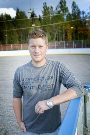 Christian Stark är ordförande i nystartade Ockelbo Hockey Club. Nästa lördag bjuder den nya föreningen in till stort firande och invigning.