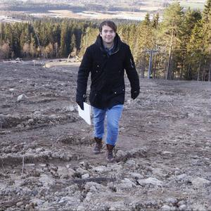"""""""Den sjunde januari nästa år ska vi inviga backen med pompa och ståt"""", säger Tobias Lundberg."""