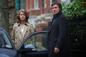 """Charlotte Rampling och Gabriel Byrne i """"Jag, Anna""""."""