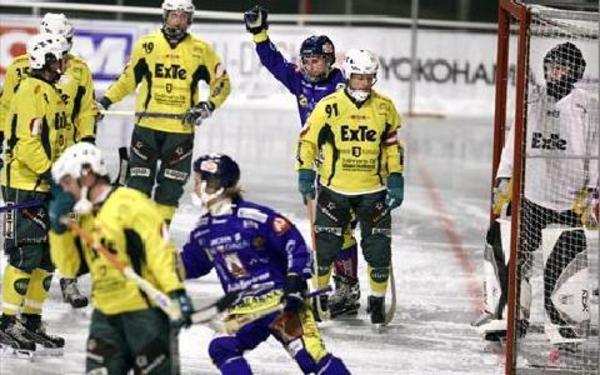 1–0 AV HENNIGER. Jonas Henniger tråcklade sig igenom Ljusdalsförsvaret efter förlängda mållinjen. Och på något underligt vis fick han in bollen i mål, ett typiskt Henniger-mål.