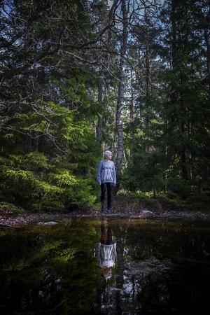 Andrea Lundgren tycker att det måste finnas en balans mellan det magiska och det realistiska i hennes böcker.