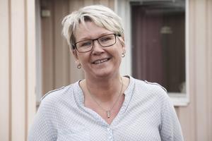 Lillemor Olsson, som jobbar som förskollärare, är även utbildad genuspedagog och jämställdhetsstrateg. Skillnaden är att hon som strateg jobbar inom hela den kommunala verksamheten och som genuspedagog inom förskolan.