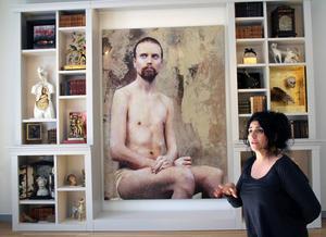Holländsk-katalansk-romska konstnären Lita Cabellut premiärvisas i Sverige med sin stora utställning Blind mirrors, på Hälsinglands museum i Hudiksvall.