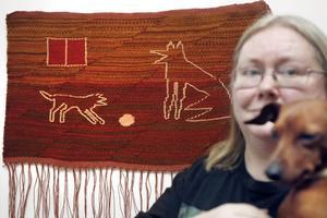 DJURKONSTNÄR. Annie Forsbergs utställning på Galleri Rosa Huset innehåller många djur – levande och i konsten.