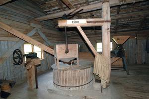Här finns inte bara den gamla sågen att titta på. Under samma tak hittar man kvarn, linskäkt och en gammal kraftstation bland annat.