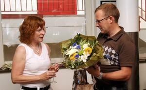 Blommor och presenter kom Jan Andersson, VD för Mittmedia Print, som bland annat trycker Gefle Dagblad.