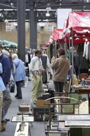 LOPPIS I HÖGSTA KLAS. Spitalfields market är ett eldorado fullt av gamla nostalgiprylar.