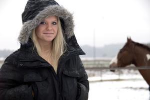 Helene Wallgren gillar hästar, tillbringar mycket tid i stallet och lär ut sina kunskaper till mindre barn.