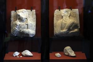 Två statyer som skadades i Palmyra visas nu på en utställning i Rom, efter att man befriat staden från Islamiska staten.
