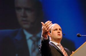 Fredrik Reinfeldt har blivit populärare än sitt parti och sin regering.