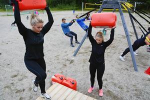 Karin Sahlin och Stina Bodell har inte tagit sig vatten över huvudet men väl dunkar med vikt i.