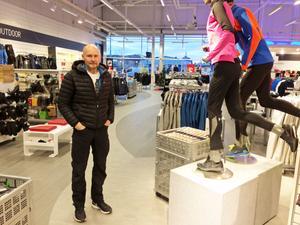 Peter Högström är tjuvarnas skräck nummer ett i Härnösand. Bara under hösten har han på egen hand stoppat fyra tjuvar som försökt begå stölder i hans Intersport-butik.