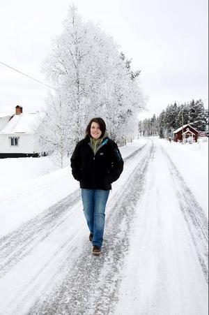 """Emma Hennebo är född och uppvuxen i Börtnan. """"Här är det alltid kallt, men vi är vana. På vintern är det alltid långkalsonger som gäller för att det ska vara möjligt att gå ut"""", säger hon."""