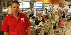 Jan-Christer Eriksson, butikschef på Coop Extra i Sala, tror inte att man kan sänka priserna mer nu.