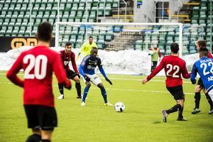 Pa Dibba och GIF Sundsvall hade flera chanser i slutet, men Sotoris Papagianopolous och Östersunds FK höll undan.