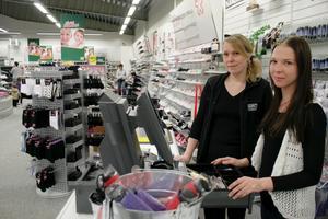 """""""En konkursförvaltare berättade för oss att butiken gått i konkurs. Vi visste ingenting"""", säger Maja Rundström, som arbetat i affären sedan 2007, och Amanda Gustavsson, som hade riktat in sig på sommarjobb där."""