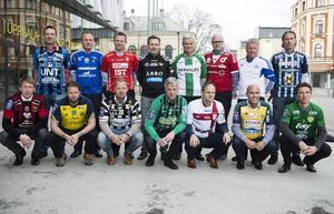 Superettans tränare 2014. Övre raden från vänster: Kim Bergstrand (Sirius), Roger Franzén (GIF Sundsvall, Joel Cedergren saknas på bild), Roberth Björknesjö (Öster), Thomas Askebrand (GAIS), Nanne Bergstrand (Hammarby), Patrik Werner (Degerfors), Peter Kuno Johansson (Värnamo) och Niclas Tagesson (Husqvarna). Nedre raden: Graham Potter (Östersund), Joakim Persson (Ängelholm), Jörgen Pettersson (Landskrona), Jörgen Wålemark (Varberg), Azrudin 'Valli' Valentic (Assyriska), Tor-Arne Fredheim (Ljungskile) och Mats Gren (Jönköpings Södra).