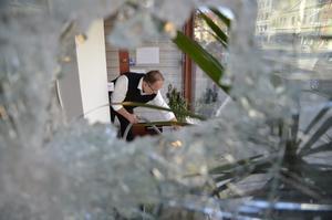 Mirza Kikic funderar på att stänga sin butik efter det senaste attentatet.