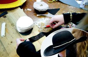 En hattcirkel hålls under veckan på CTH Hatt- & Mössfabrik i Borlänge.