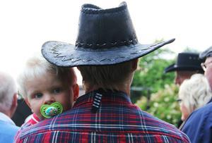Zigge Jonsson diggade countrylåtar tillsammans med pappa Per Jonsson.